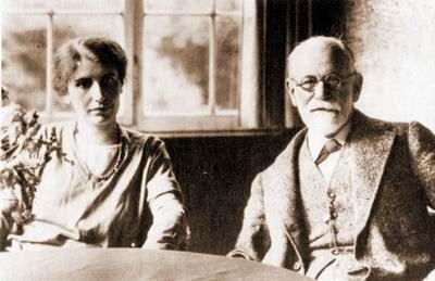http://aejcpp.free.fr/images/anna_sigmund_freud_1928.JPG